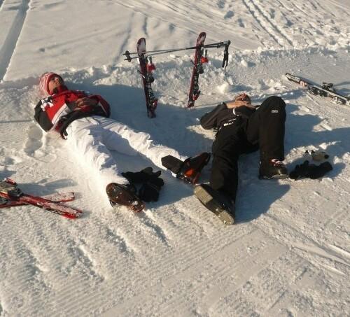 2 personer uden skihjelme